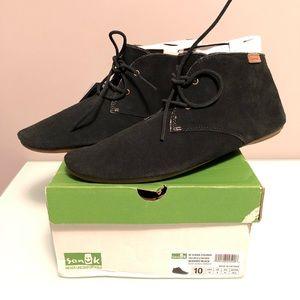 Sanuk Ivana Chukka Suede Boots Shoes